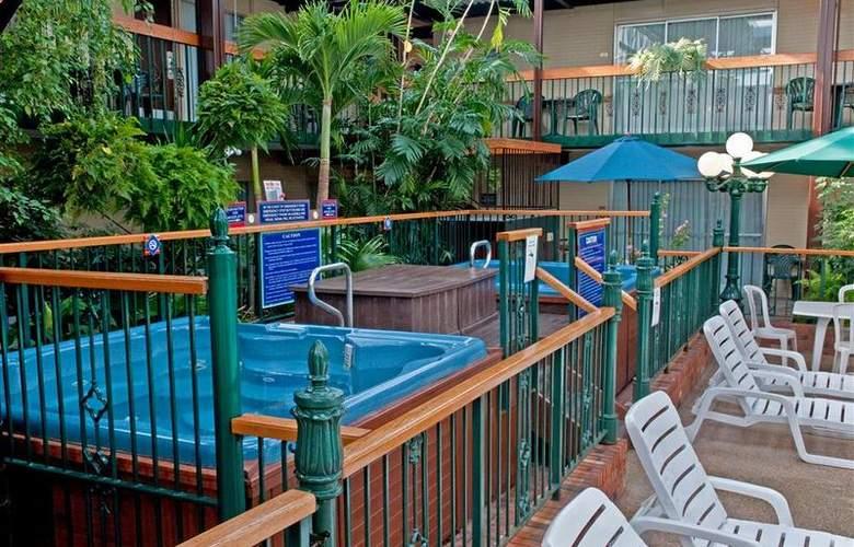 Best  Western Plus Cairn Croft Hotel - Pool - 4