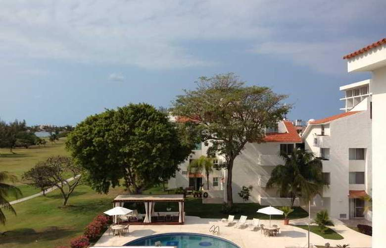 Las Gaviotas Hotel and Suites - Pool - 8