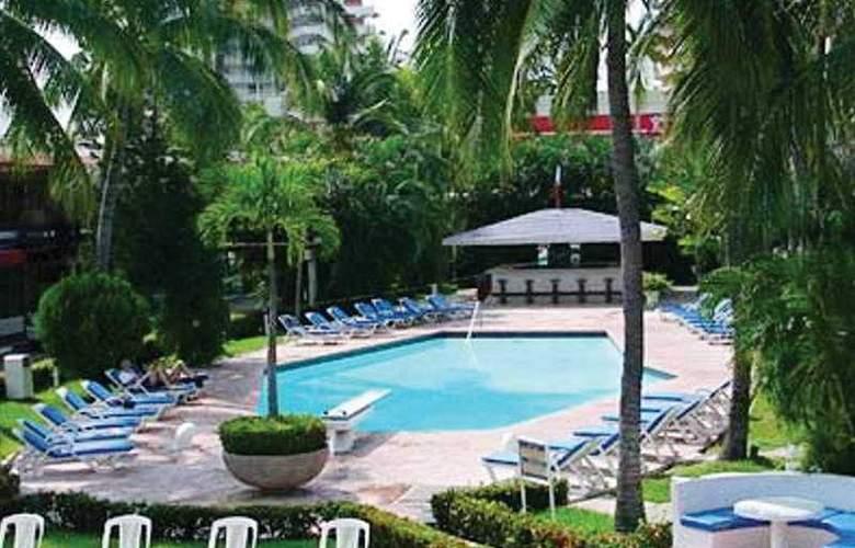 Bali - Hai - Pool - 3
