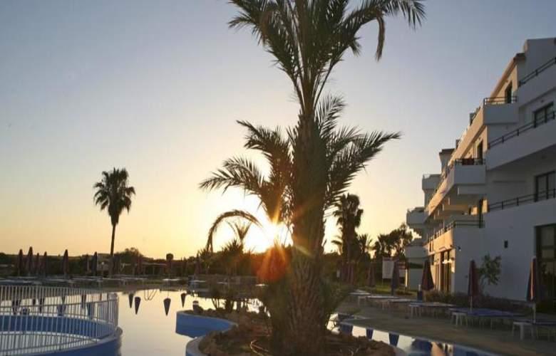 Corallia Beach Apartments - Hotel - 6
