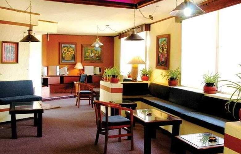 Villa del Sol and Suites - Bar - 7