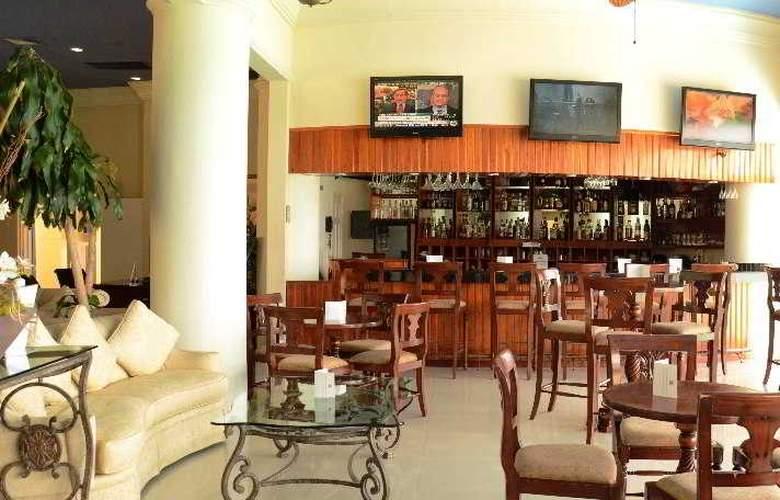 Simpson Bay Beach Resort and Marina - Bar - 4