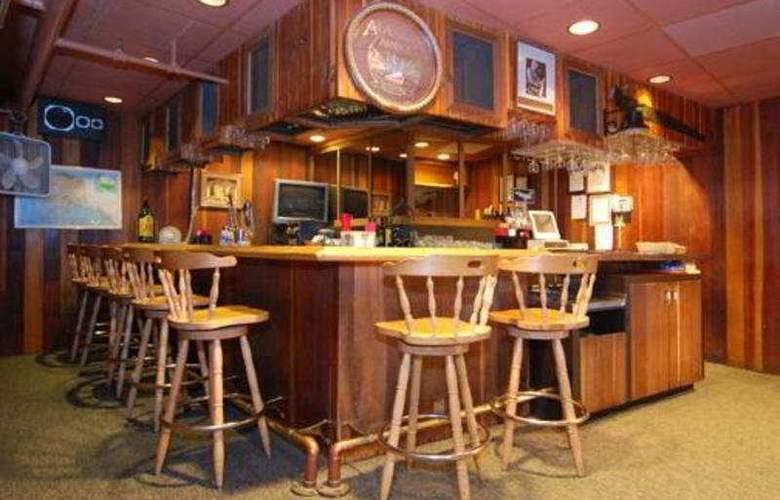 Quality Inn - Bar - 5