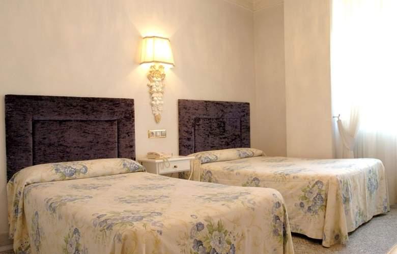 Artheus Carmelitas Salamanca Sercotel - Room - 12