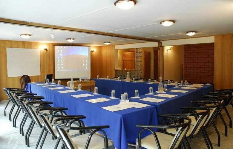 Windsor Suite - Conference - 3