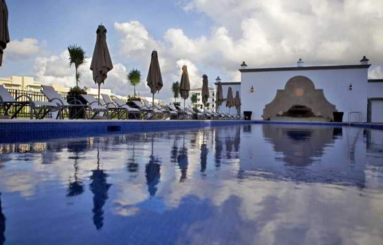 Grand Residences Riviera Cancun - Pool - 23