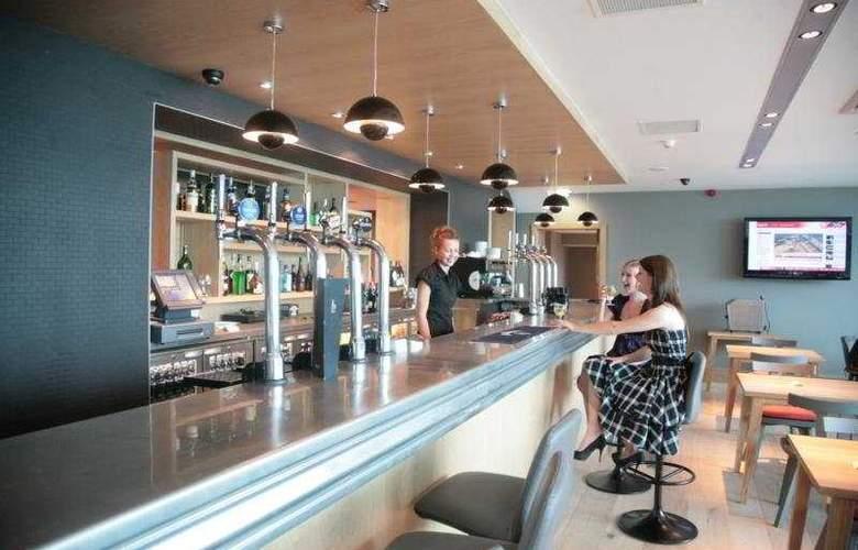 Brisbane House Hotel - Bar - 4