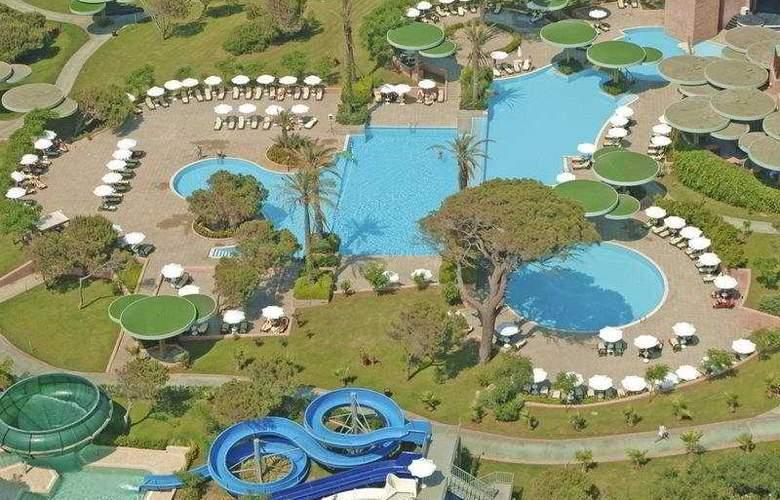 Gloria Verde Resort - Pool - 3