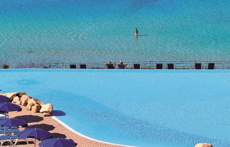 Colonna Grand Capo Testa - Pool - 3