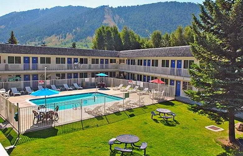 Motel 6 Jackson - Pool - 4