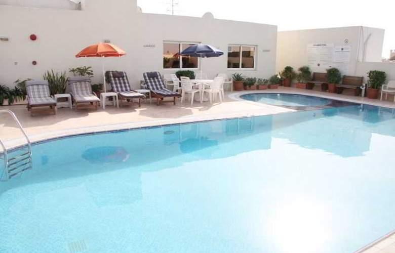 Ramee Hotel Apartment Dubai - Pool - 13