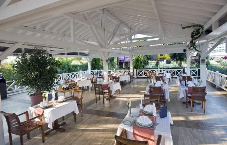 Crystal Admiral Resort Suits&Spa - Restaurant - 15