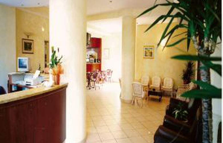 Des Bains - Hotel - 1