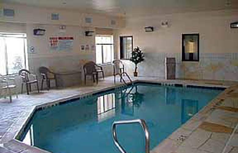 Comfort Inn (Crystal Lake) - Pool - 4