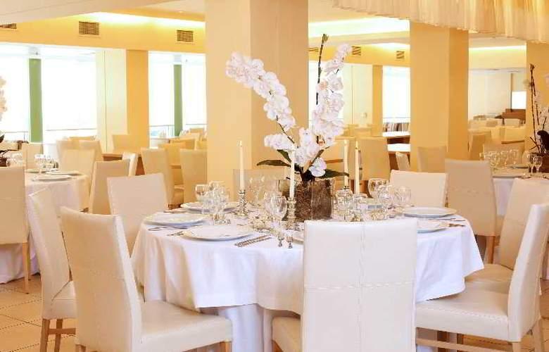 Ariti Grand Hotel - Restaurant - 21