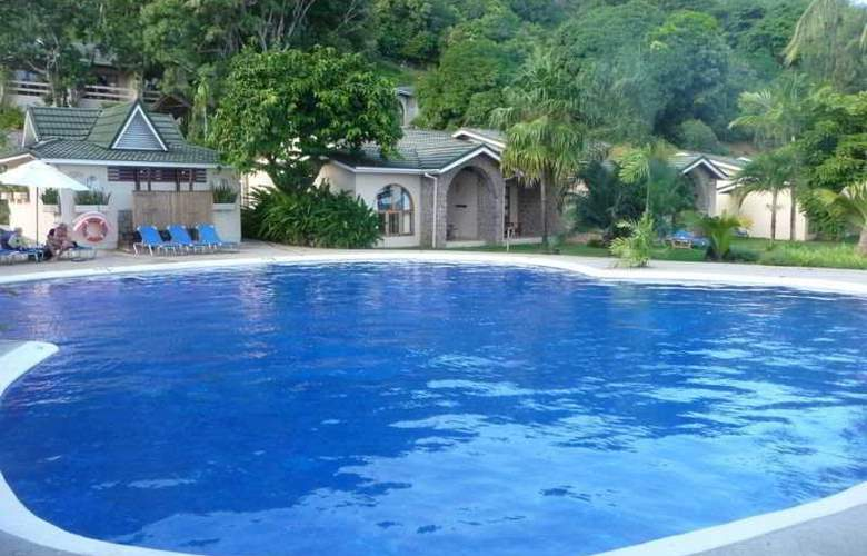 Coco de Mer Hotel and Black Parrot - Pool - 6