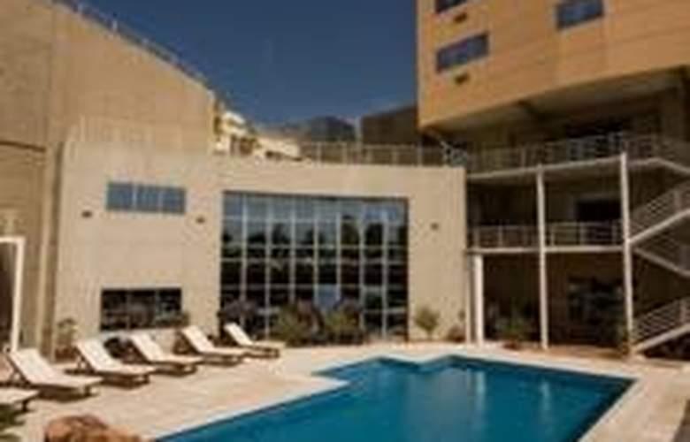 Tower &  Inn Suites - Pool - 6