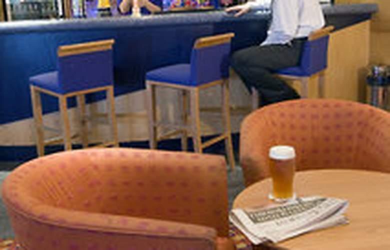 Holiday Inn Express Bristol North - Bar - 3
