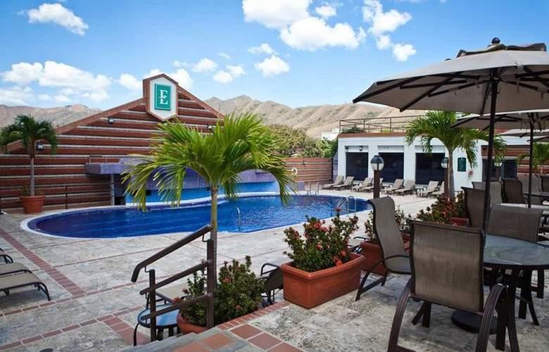 Embassy Suites Valencia - Pool - 12