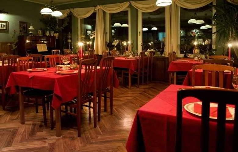 Pensjonat Szarotka - Restaurant - 4