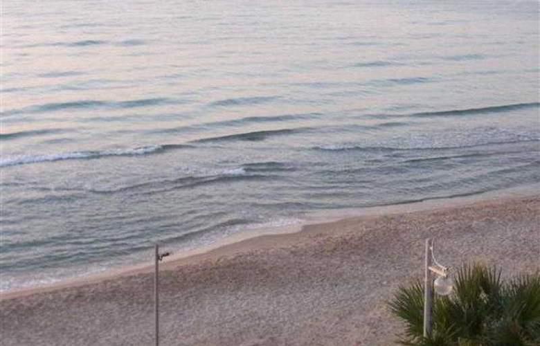 Ekin - Beach - 6