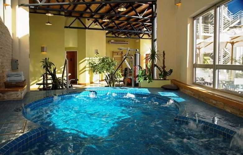 Tower &  Inn Suites - Pool - 7