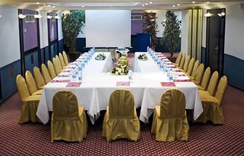 Gunes - Conference - 25