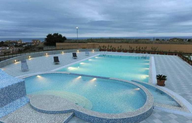 Grand Hotel Paradiso - Pool - 4