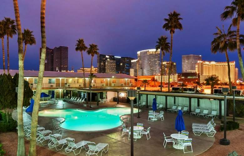 Days Inn-Las Vegas at Wild Wild West Gambling Hall - Pool - 6