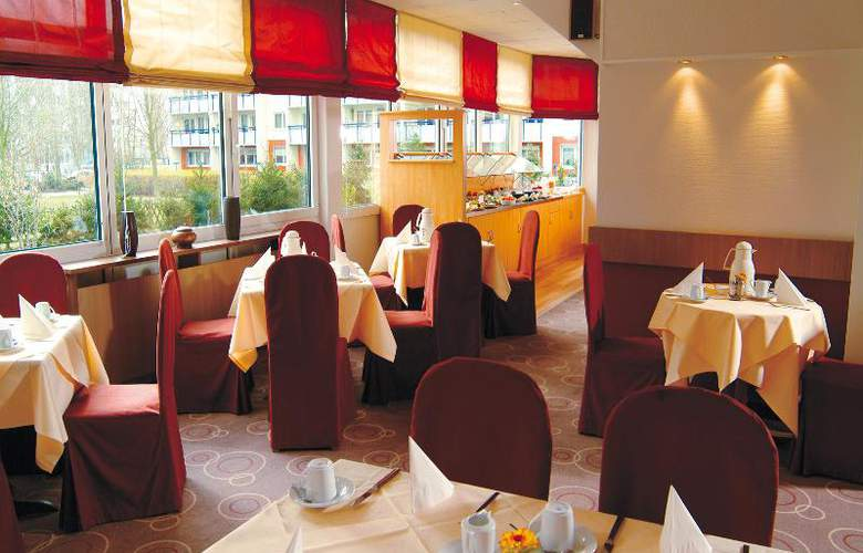 Airport Hotel Berlin Brandenburg - Restaurant - 17