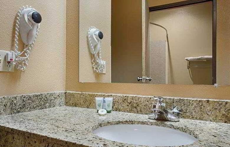 Best Western Topeka Inn & Suites - Hotel - 1