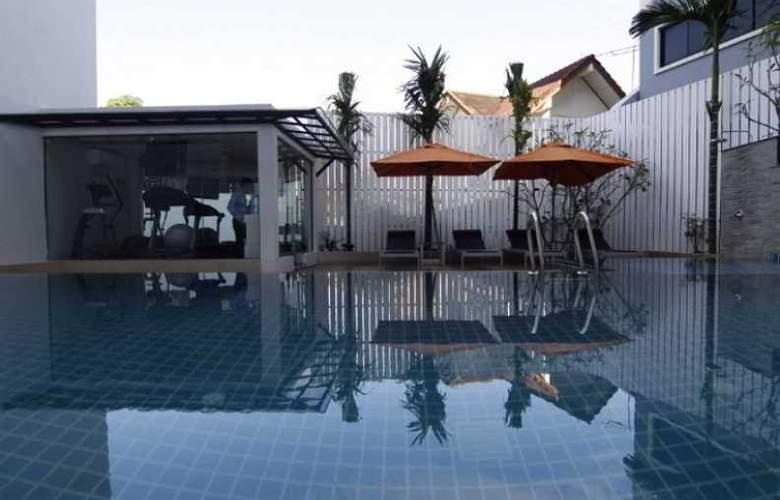 Aspira Prime Patong - Pool - 3