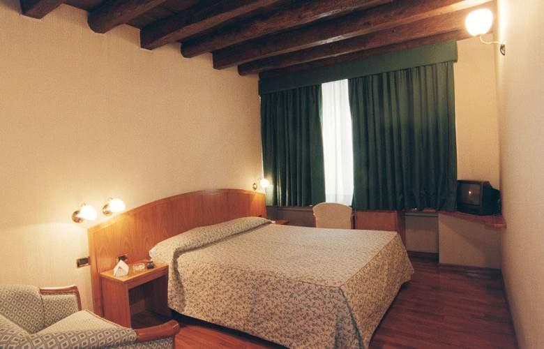 Corot - Room - 3