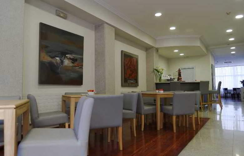 Vigo Plaza - Bar - 10