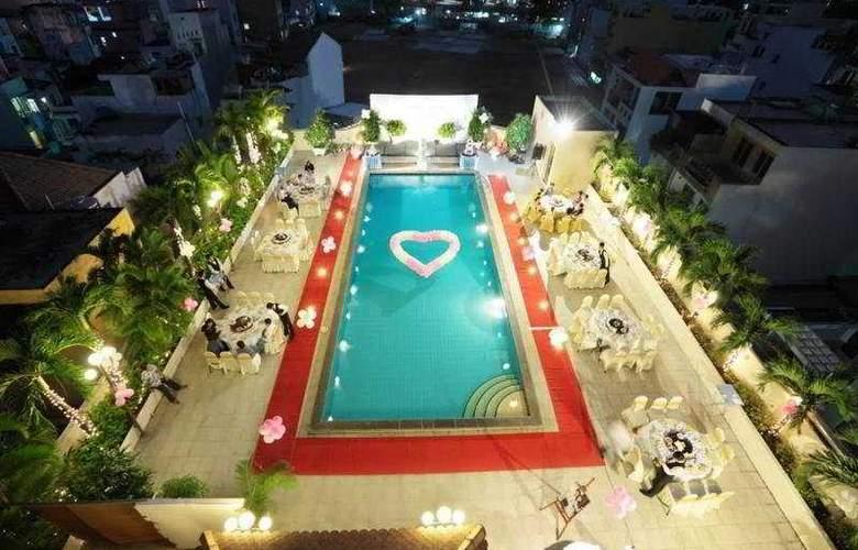 Ramana Hotel Saigon - Pool - 4