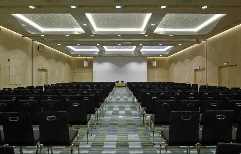 Hilton Helsinki-Vantaa Airport - Conference - 4