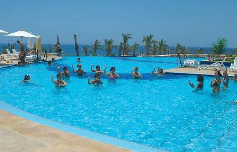 Continental Plaza Beach Resort ex Interplaza Hotel - Pool - 3