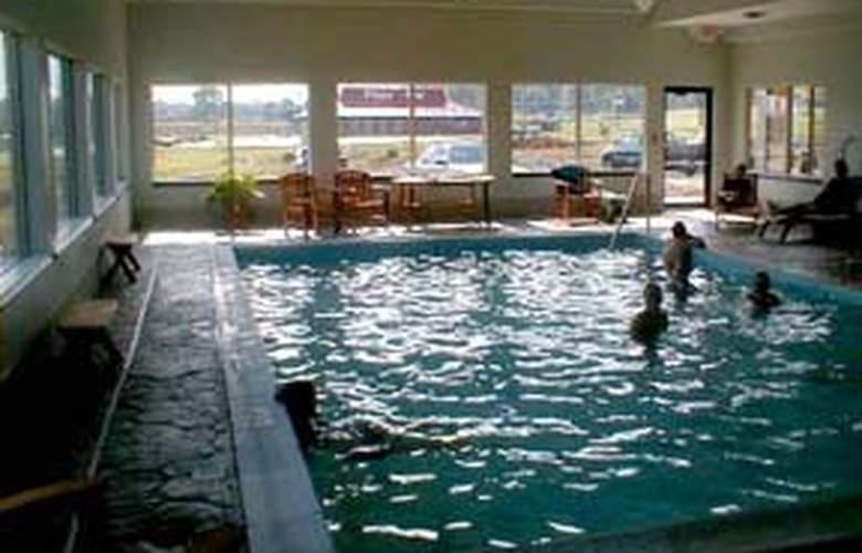 Comfort Suites (Danville) - Pool - 4