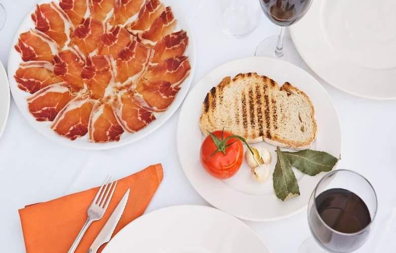 UVE Villa de Alcobendas - Restaurant - 24