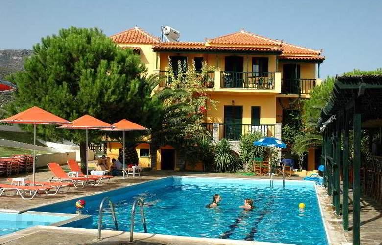 Ledra - Pool - 7