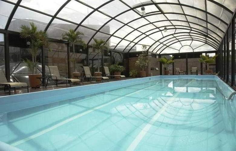 Cosmos 100 Hotel y Centro de Convenciones - Pool - 10