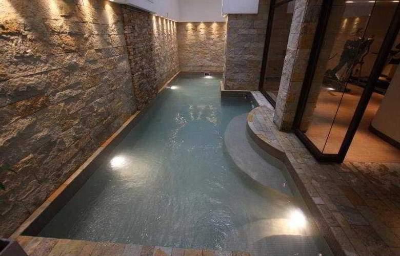 Astor - Pool - 4