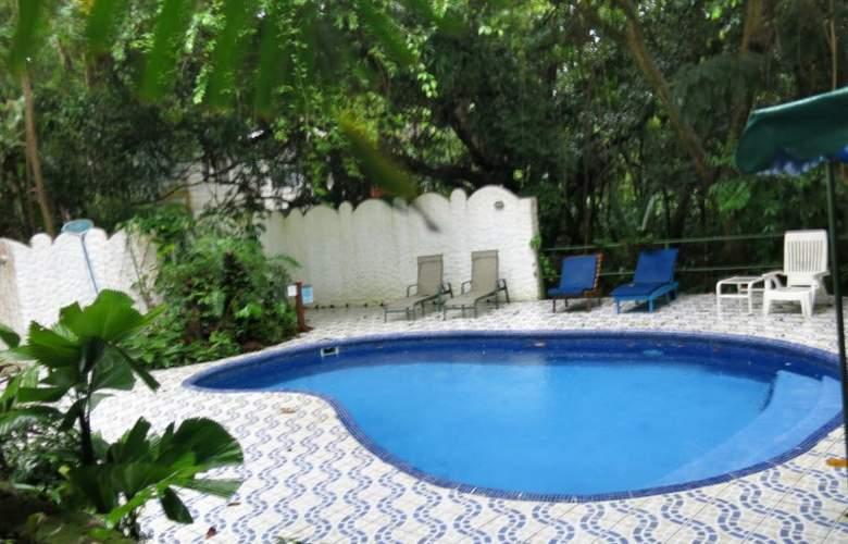 Mono Azul - Pool - 5