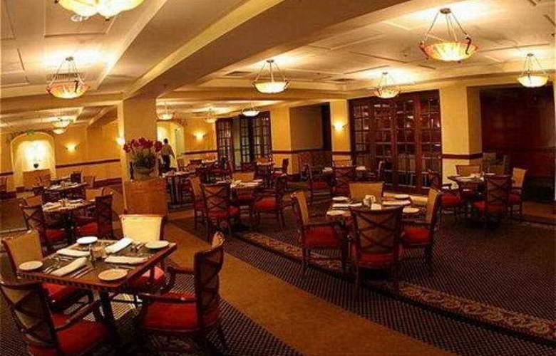 Crowne Plaza Cabana Hotel & Resort - Restaurant - 9