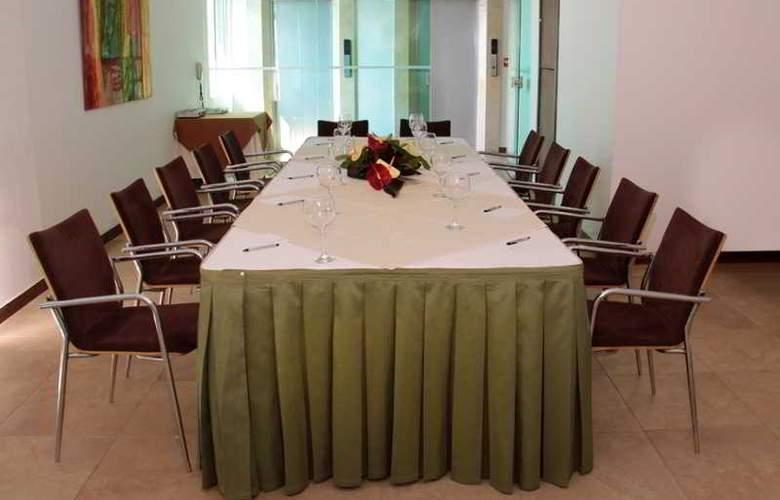 Poblado Alejandría - Conference - 16