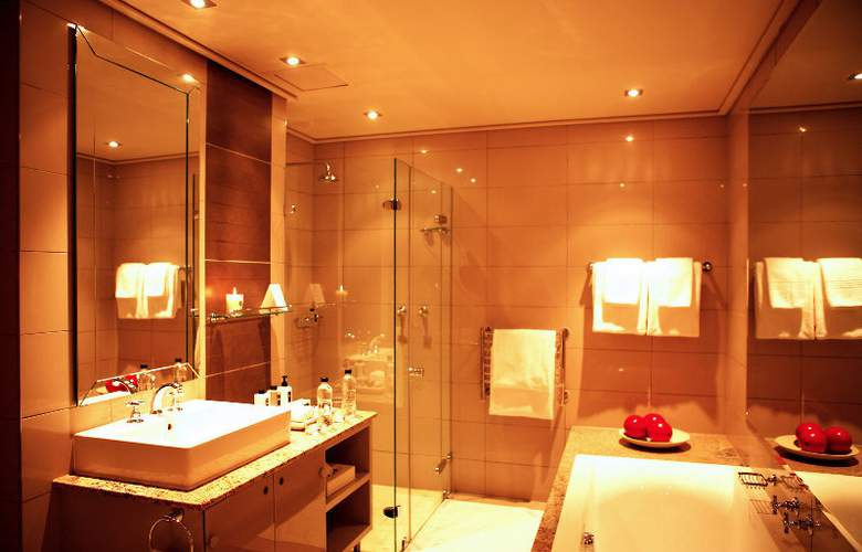 Cape Royale Luxury Hotel and Residence - Room - 8