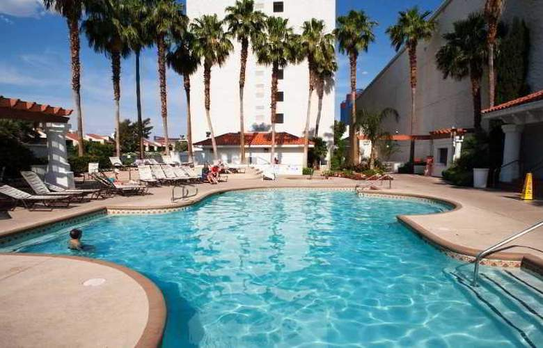 Gold Coast Hotel & Casino - Pool - 3
