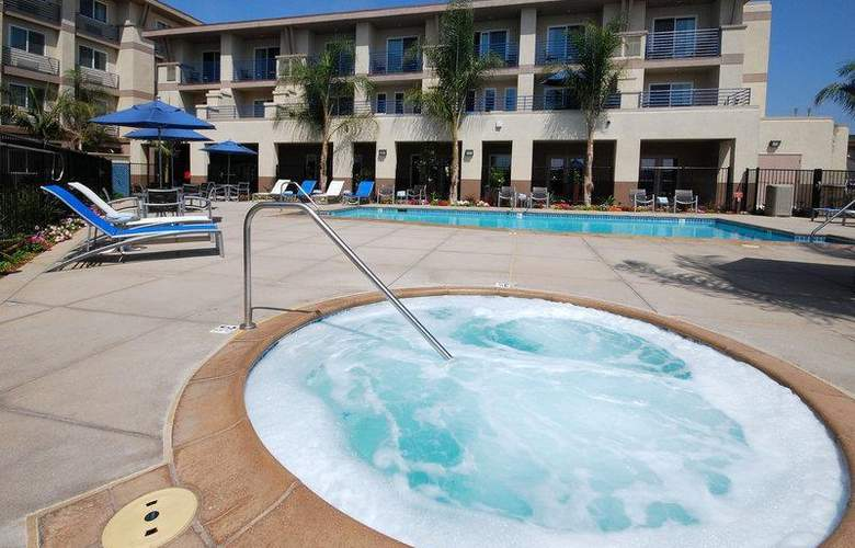 Best Western Plus Marina Gateway Hotel - Pool - 44