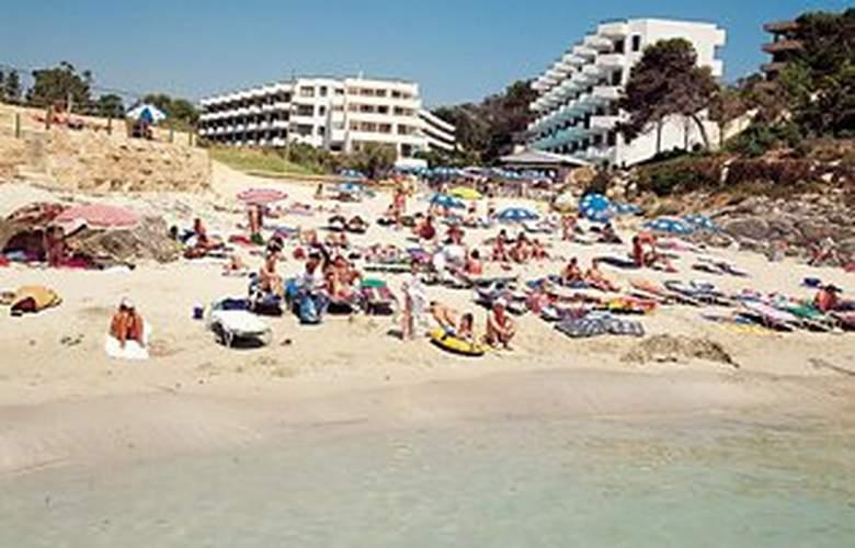 Fergus Style Cala Blanca Suites - Beach - 1