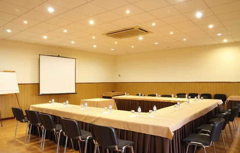 Quinta Tres Pinheiros - Conference - 6